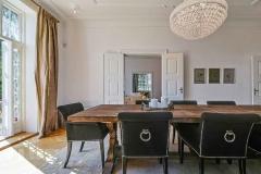 Kæmpe spisebord med lækker sorte stolle